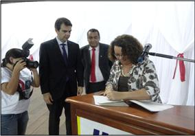 """Instituto Nossa Ilhéus assina convênio de cooperação técnica com o Ministério Público para replicação da campanha """"O que você tem a ver com a corrupção?"""""""