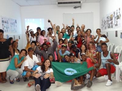 Participantes da capacitação sobre Gênero e Racismo com os catadores da COOLIMPA